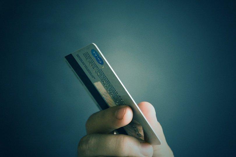 в каком банке можно взять кредит в 21 год
